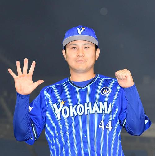 DeNA対巨人 5試合連続本塁打を放ったDeNA佐野(撮影・横山健太)