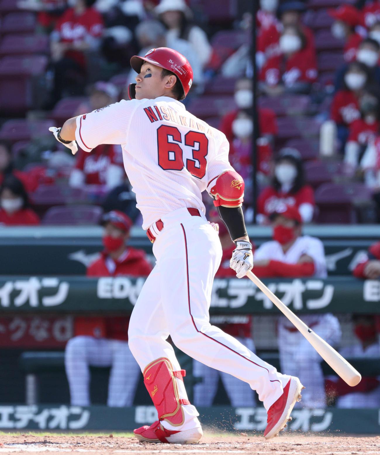 広島対中日 4回裏広島1死、広島西川龍馬は先制左越え本塁打を放つ(撮影・加藤孝規)