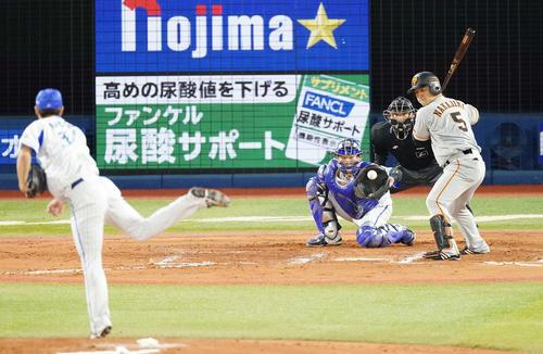 DeNA対巨人 6回表巨人2死満塁、見逃しの三振に倒れる中島。投手平田(撮影・江口和貴)