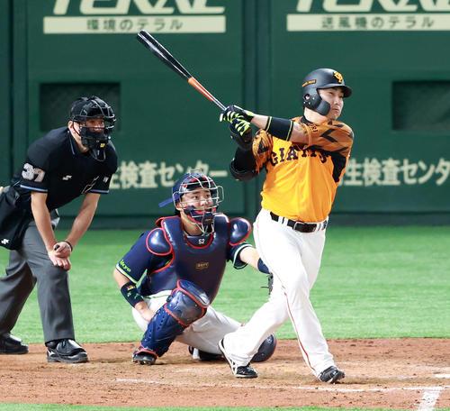 巨人対ヤクルト 5回裏巨人1死、ソロ本塁打を放つ丸(撮影・江口和貴)