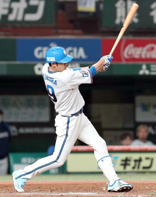 西武台日本ハム5回裏西武2社木村は、左越え本塁打を放つ(撮影・佐藤翔太)