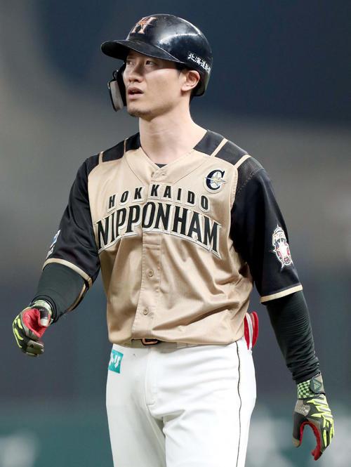 西武台日本ハム4回表日本ハム1死1塁、ツー併殺打で終わる西(撮影・佐藤翔太)