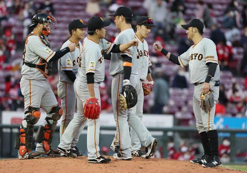 広島の巨人10回、2対2で引き分けた巨人(撮影・加藤孝規)