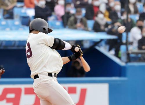 慶大対早大 7回裏早大1死一塁、蛭間は左越え本塁打を放つ(撮影・鈴木正人)