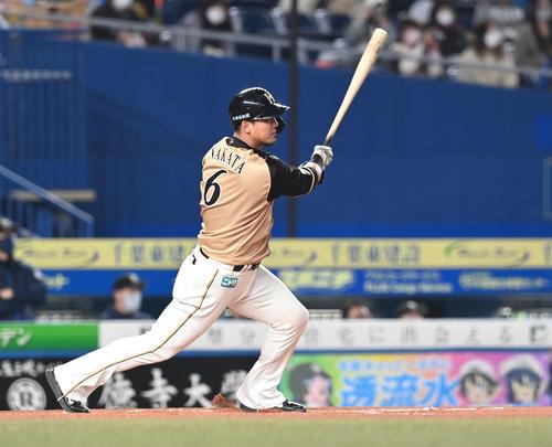 ロッテ対日本ハム1回表日本ハム1社した3塁先制の前タイムリーヒットを放つ中田(撮影・鈴木みどり)