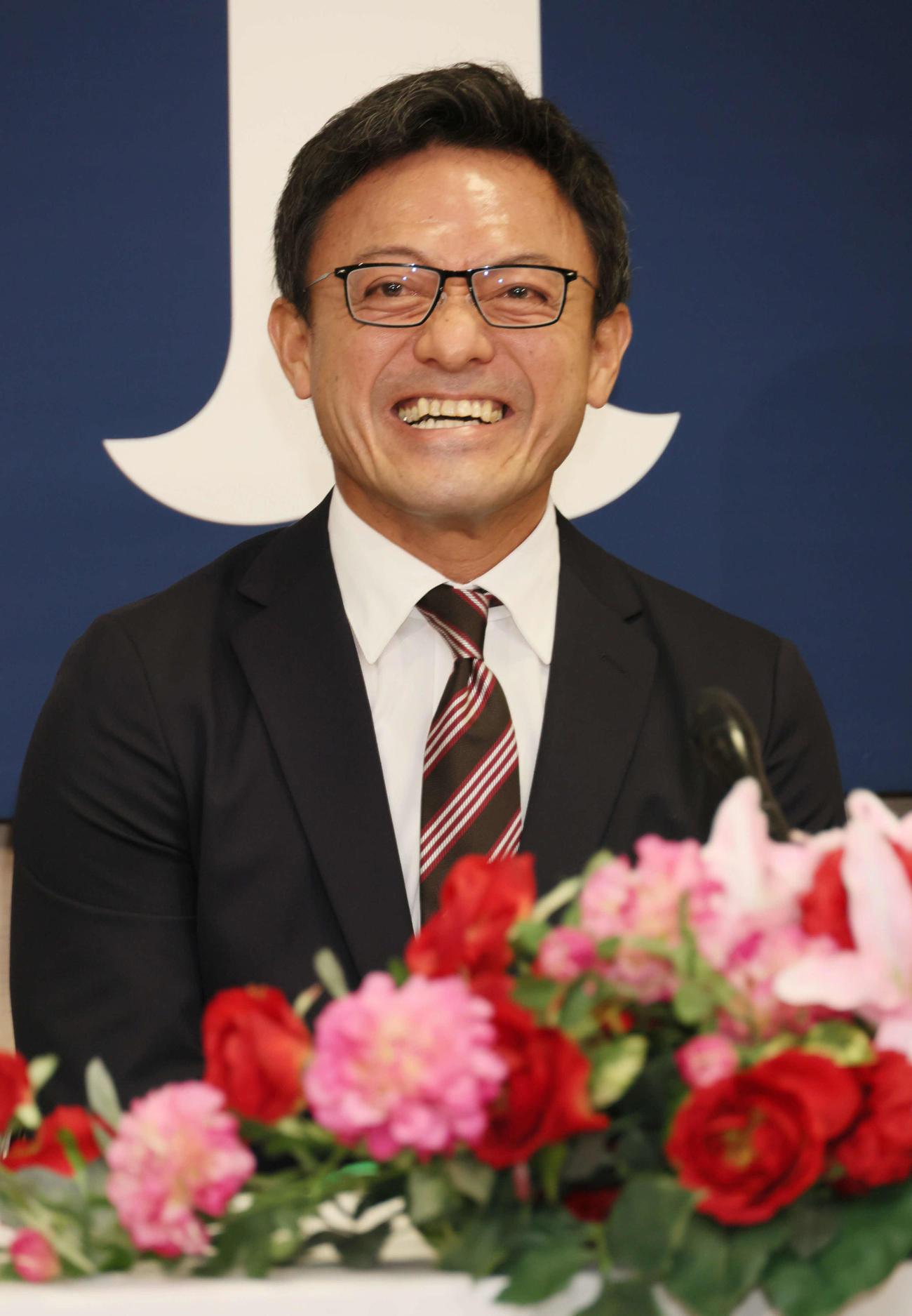 広島のヘッドコーチへの就任が決まり、会見する河田雄祐氏(撮影・加藤孝規)
