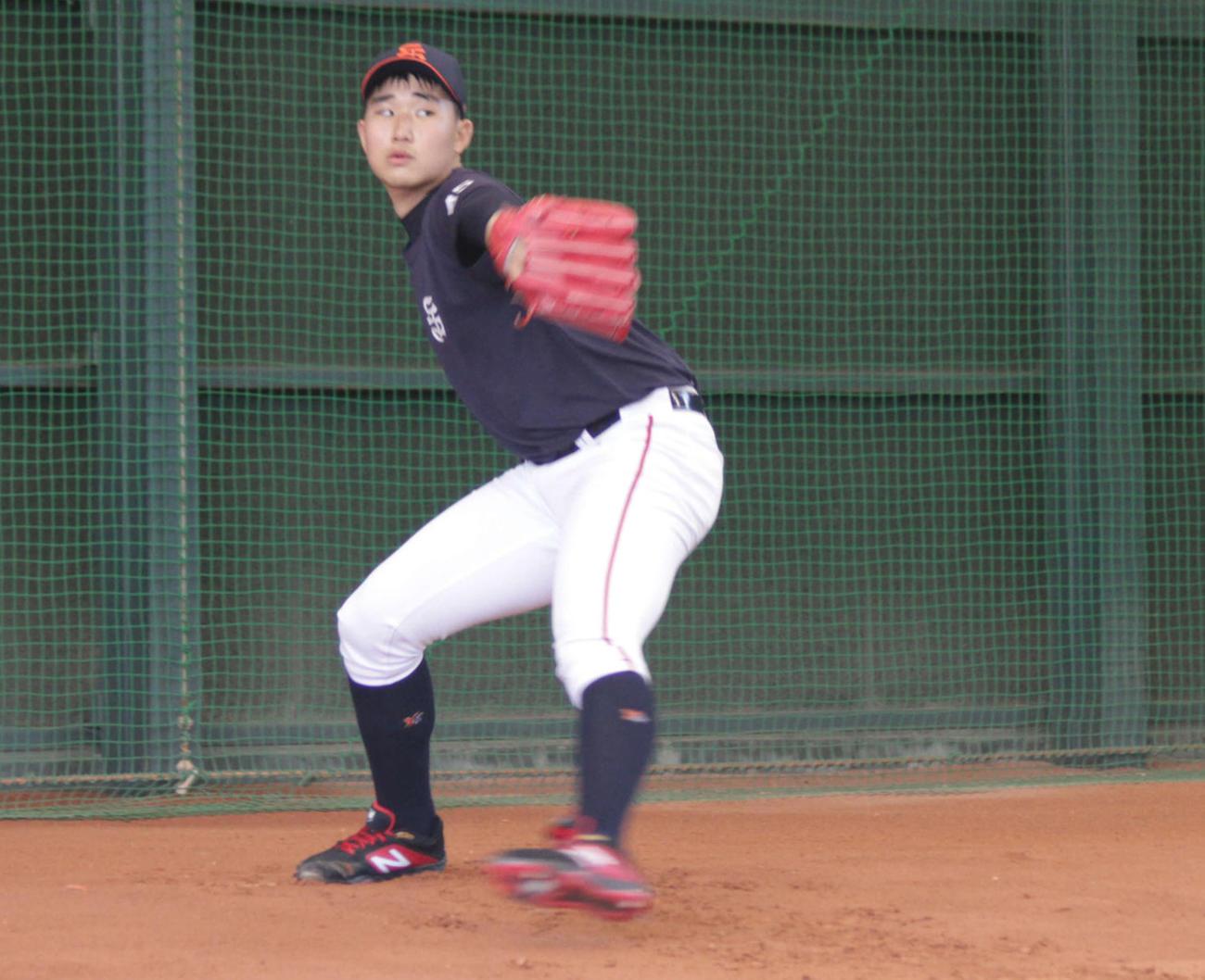 オリックスの入団テストを受ける韓国・城南高のイ・ジュンミョン投手