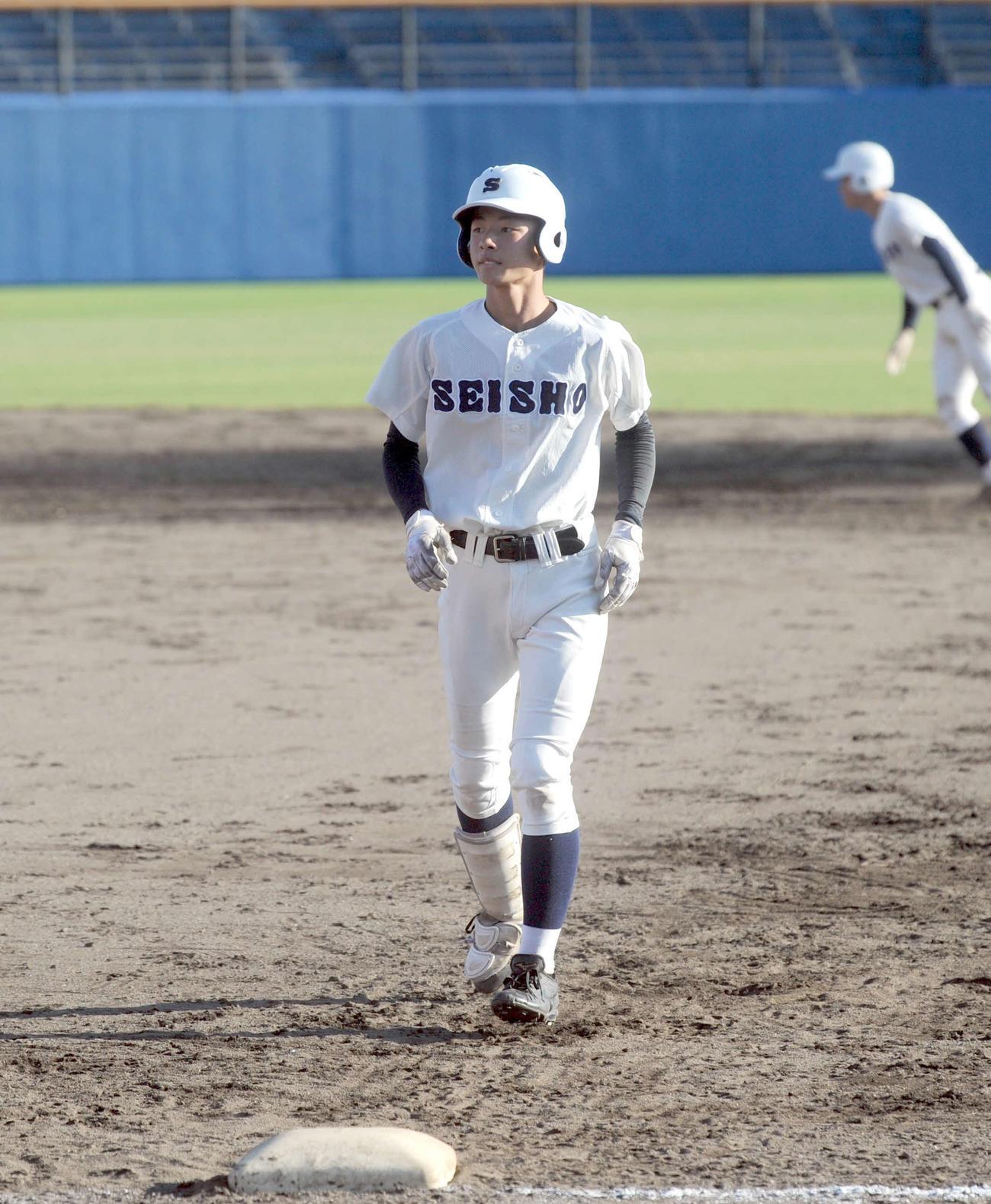 4点を追う4回に左前への2点適時打を放った静岡商高の大井朝日外野手(2年)