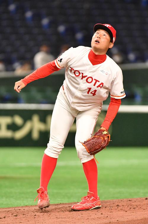 セガサミー対トヨタ自動車 2回表セガサミー1死一塁、北阪に右越えに本塁打を浴びた栗林(撮影・柴田隆二)