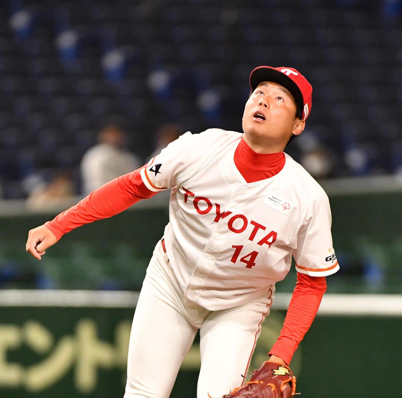 2回表セガサミー1死一塁、北阪に右越えに本塁打を浴びた栗林(撮影・柴田隆二)