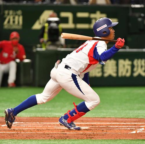日本生命対ホンダ鈴鹿 1回裏ホンダ鈴鹿2死二塁、伊礼は右前に適時打を放つ(撮影・柴田隆二)