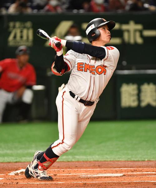 ENEOS対東邦ガス 1回表ENEOS1死、川口は右越えに本塁打を放つ(撮影・柴田隆二)