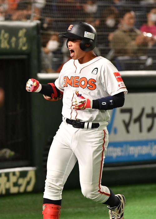 ENEOS対東邦ガス 1回表ENEOS1死、川口は右越えに本塁打を放ち生還する(撮影・柴田隆二)