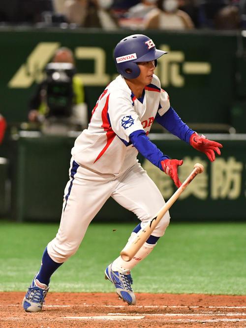 日本生命対ホンダ鈴鹿 7回裏ホンダ鈴鹿1死二塁、前田は右中間に適時三塁打を放つ(撮影・柴田隆二)