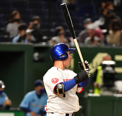 ホンダ対大阪ガス 3回表ホンダ1死満塁、吉田は左中間に満塁一掃の適時二塁打を放つ(撮影・柴田隆二)