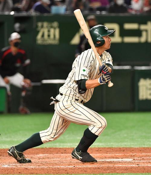 三菱自動車岡崎対JR東日本 9回裏JR東日本無死二塁、佐藤は右越えにサヨナラ本塁打を放つ(撮影・柴田隆二)