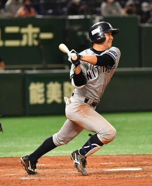日本通運対ホンダ熊本 5回表日本通運1死一、二塁、添田は右前に適時打を放つ(撮影・柴田隆二)