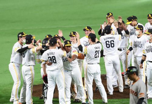 日本シリーズで優勝を飾ったソフトバンクナインは歓喜の表情(撮影・梅根麻紀)