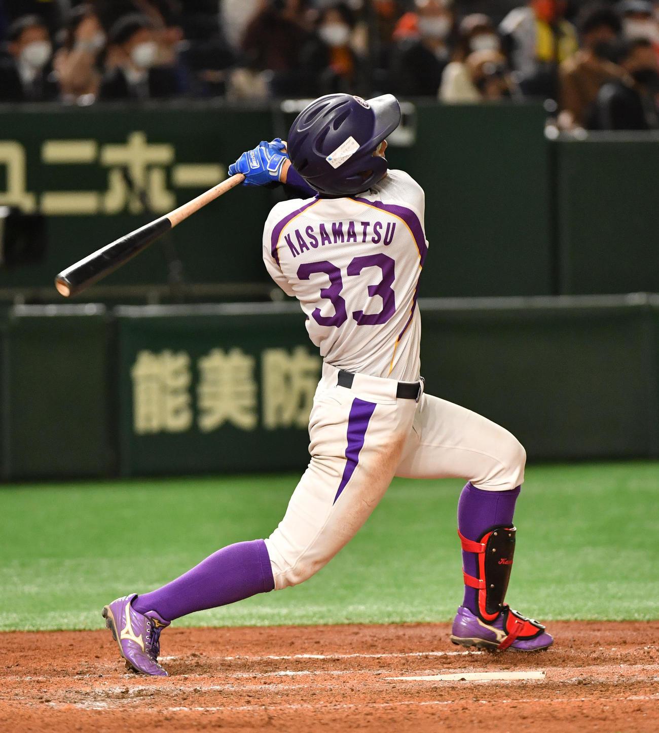 日立製作所対ヤマハ 5回裏ヤマハ2死一、三塁、笠松は左中間に3点本塁打を放つ(撮影・柴田隆二)