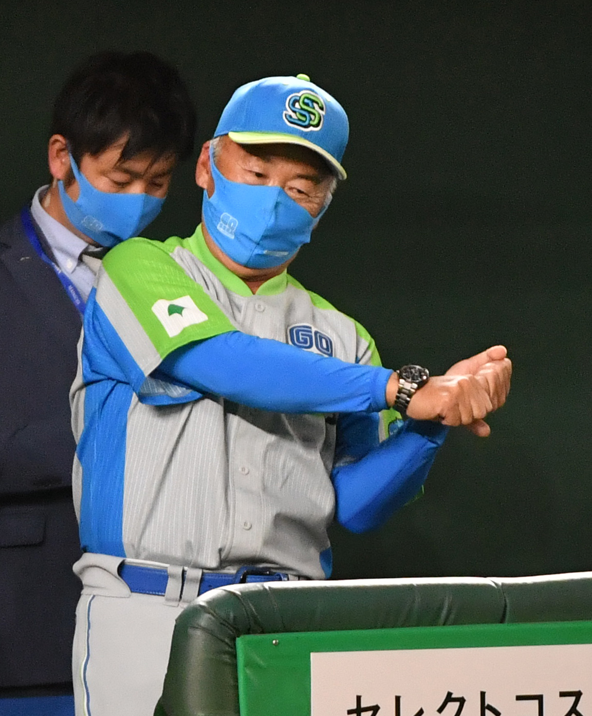三菱自動車倉敷オーシャンズ対セガサミー 2回戦を勝ったセガサミー・西田監督(撮影・柴田隆二)