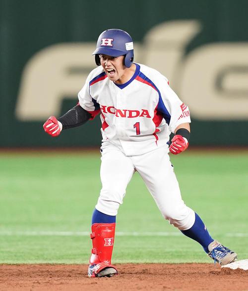 NTT西日本対ホンダ鈴鹿 2回裏Hоnda鈴鹿2死一、二塁、右中間に先制の2点適時二塁打を放ち、雄たけびを上げるホンダ鈴鹿・長野(撮影・菅敏)