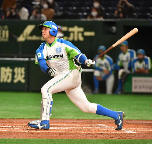 準々決勝セガサミー対NTT西日本 2回表セガサミー2死二塁、吉田は左翼線に適時二塁打を放つ(撮影・柴田隆二)
