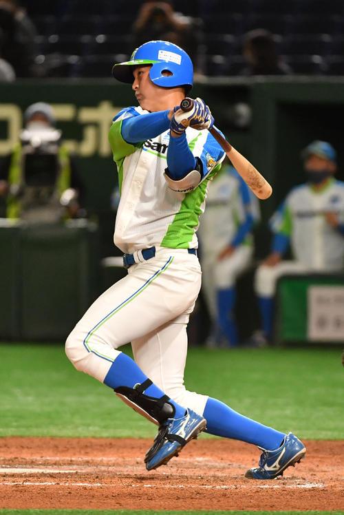 準々決勝セガサミー対NTT西日本 7回表セガサミー2死満塁、中川は左前に走者一掃の適時二塁打を放つ(撮影・柴田隆二)
