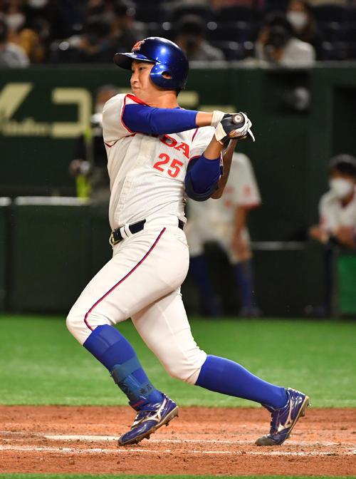 準々決勝ホンダ対西部ガス 5回表ホンダ1死満塁、佐藤は左前に適時打を放つ(撮影・柴田隆二)