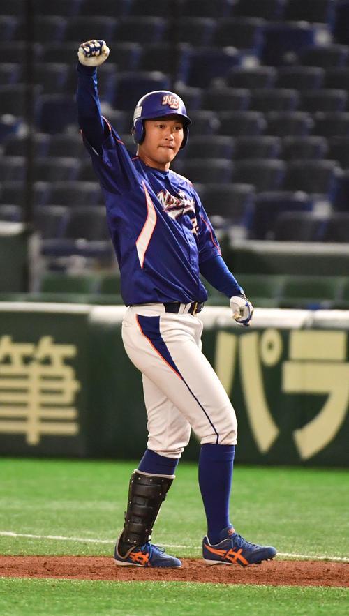 ヤマハ対NTT東日本 1回裏NTT東日本2死三塁、桝沢は左前に適打を放ちガッツポーズする(撮影・柴田隆二)