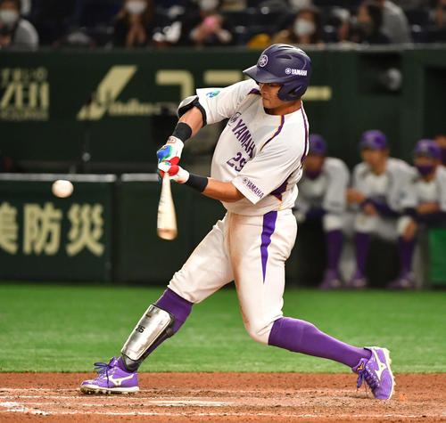 ヤマハ対NTT東日本 6回表ヤマハ1死、前野は右越えに本塁打を放つ(撮影・柴田隆二)