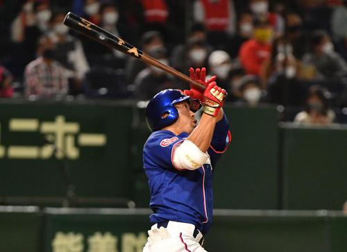 ホンダ対セガサミー 3回表ホンダ無死、鈴木は右越えに本塁打を放つ(撮影・柴田隆二)