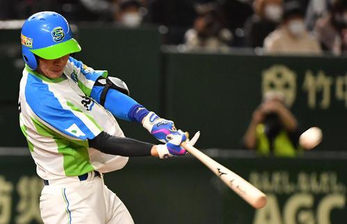 ホンダ対セガサミー 6回裏セガサミー1死、小野田は左越えに本塁打を放つ(撮影・柴田隆二)