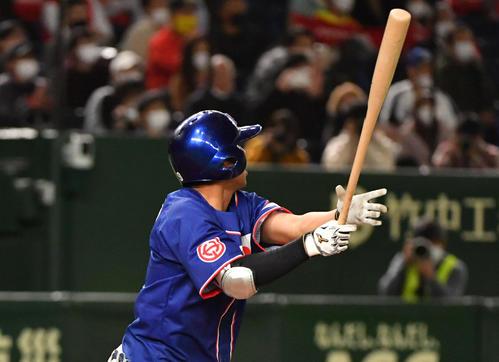 ホンダ対セガサミー 9回表ホンダ1死満塁、千野は同点の左犠飛を放つ(撮影・柴田隆二)