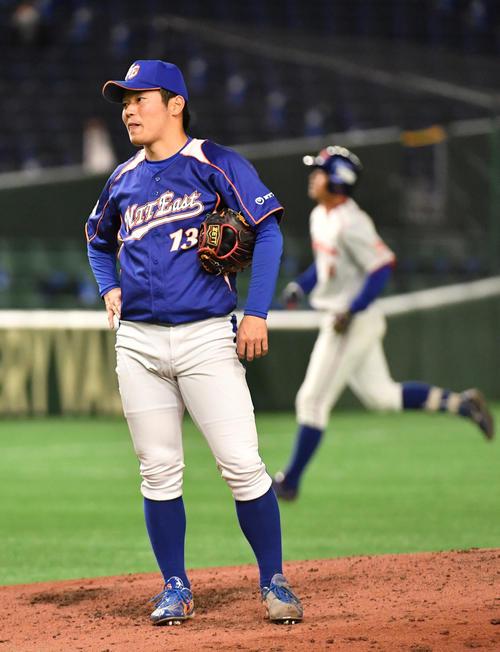 決勝NTT東日本対ホンダ 5回裏ホンダ1死一、二塁、井上に右越えに本塁打を浴びた沼田(撮影・柴田隆二)