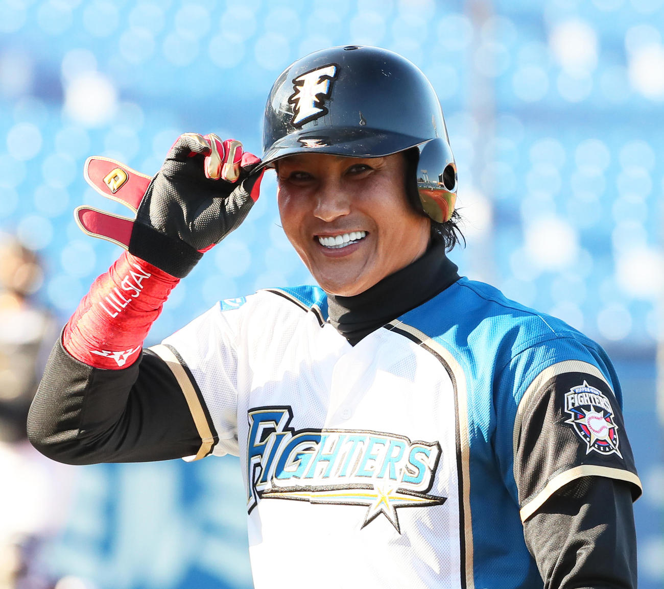 トライアウトの第4打席、左前打を放ち笑顔を見せる新庄氏(2020年12月7日撮影)