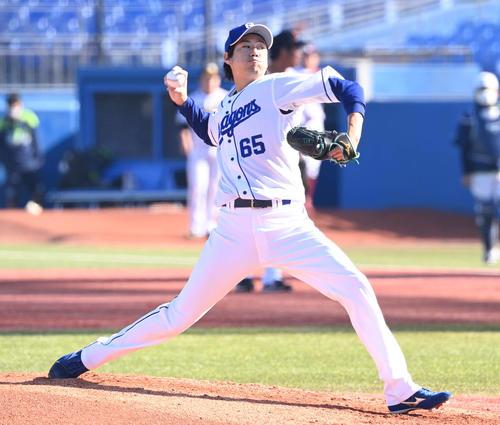 プロ野球合同トライアウト 力投する中日伊藤(撮影・山崎安昭)