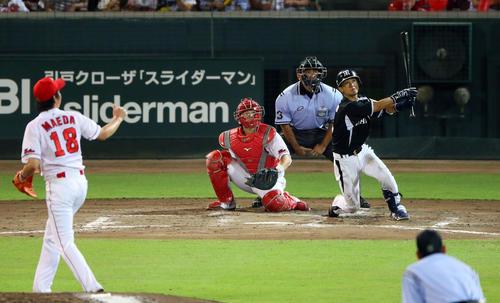 14年7月、広島前田健太から同点2点本塁打を放つ上本