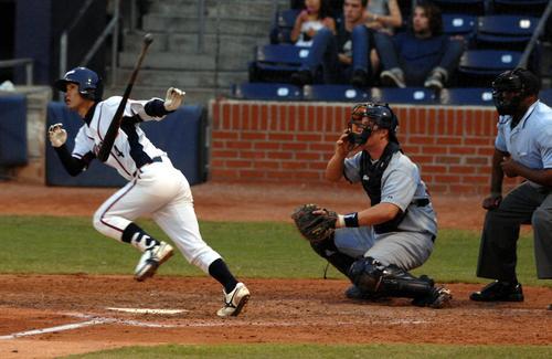 07年7月、日米大学野球第4戦で適時二塁打を放つ早大・上本