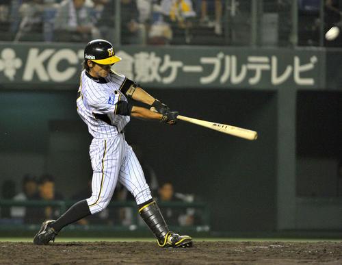 11年7月1日、横浜戦でプロ初本塁打を放った阪神上本