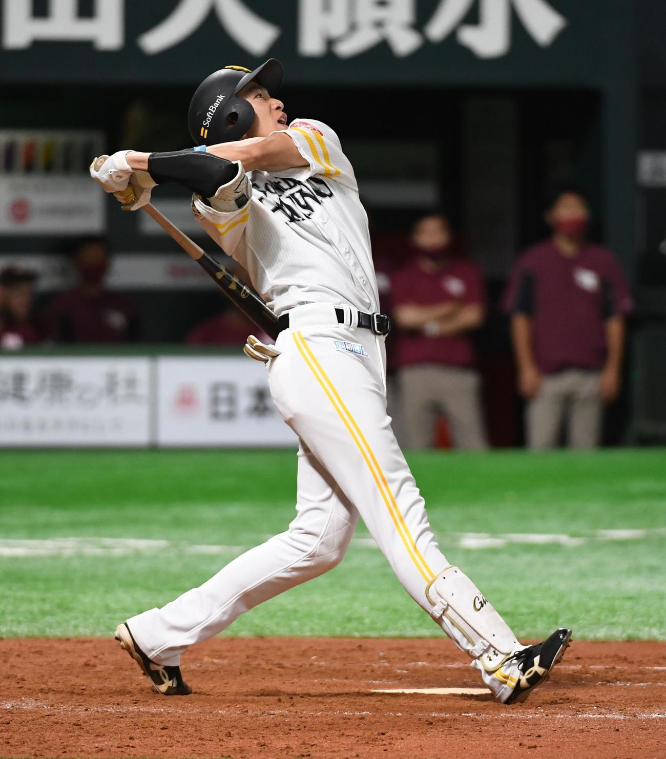 ソフトバンク対楽天 10回裏ソフトバンク情報無死、柳田悠岐は中越えにサヨナラ本塁打を放つ(2020年7月10日撮影)