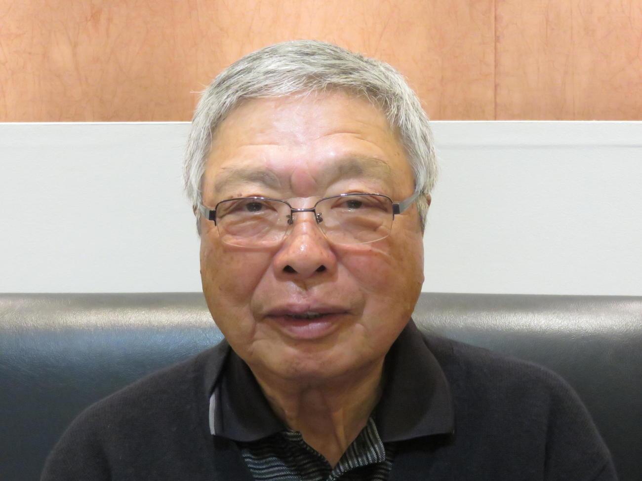鶴岡氏の長男・山本泰氏(撮影・寺尾博和)
