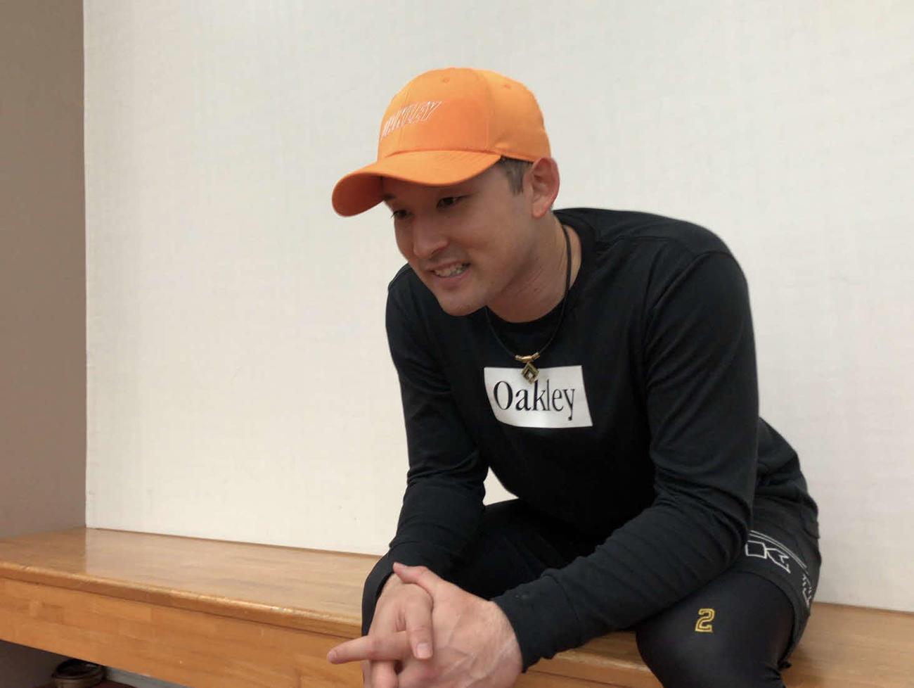 自主トレを行う沖縄の離島でオンライン取材を受けた日本ハム杉谷
