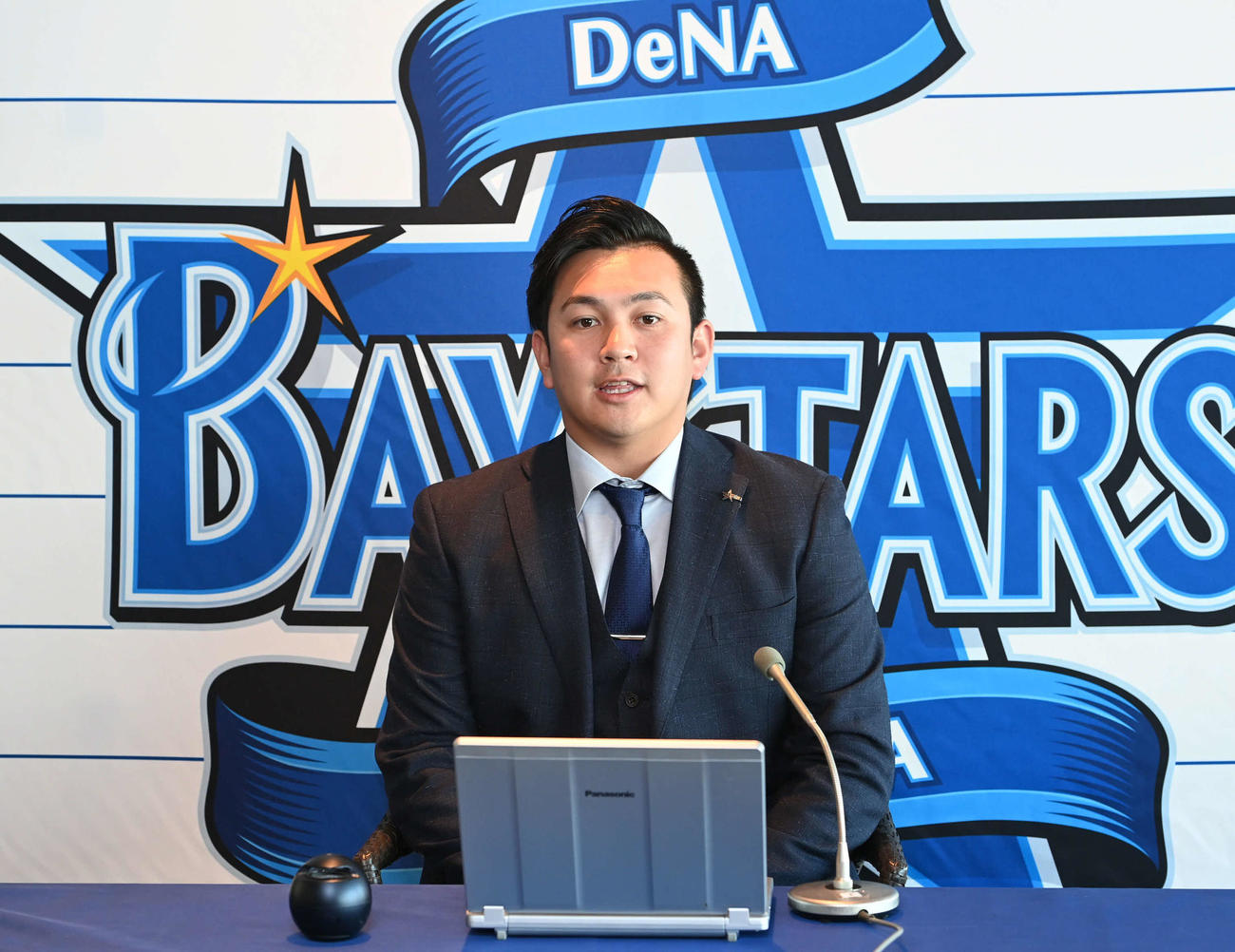契約更改後のオンライン会見に臨むDeNA山崎(2020年12月22日撮影)