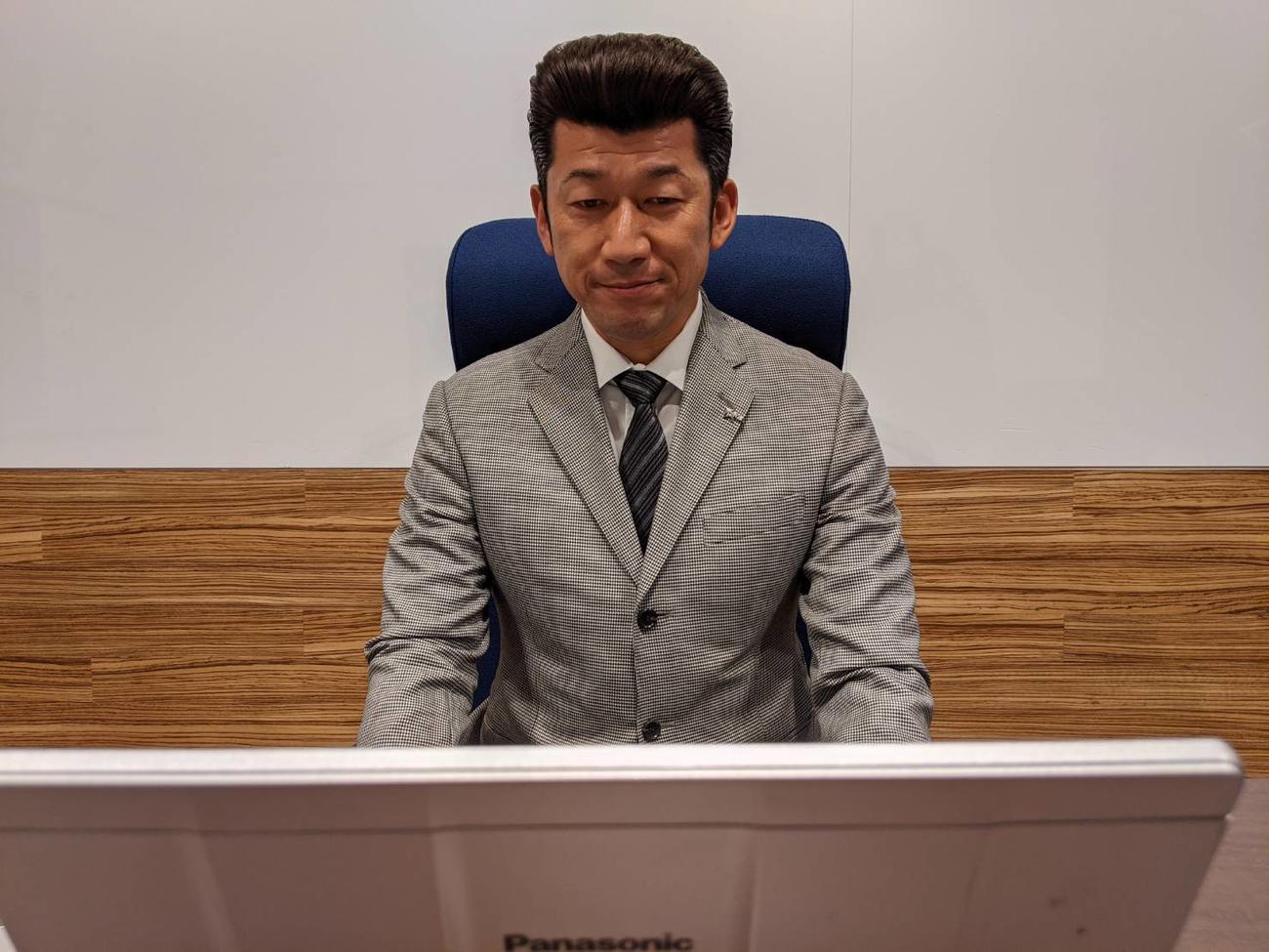 生まれ育った橿原市の亀田市長とオンライン対談したDeNA三浦監督(球団提供)