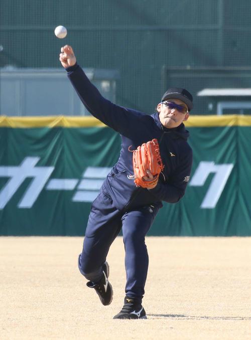 キャッチボールをする西武栗山(代表撮影)
