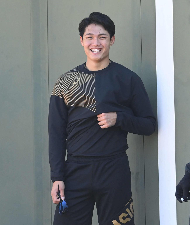 笑顔を見せる阪神西純矢(代表撮影)