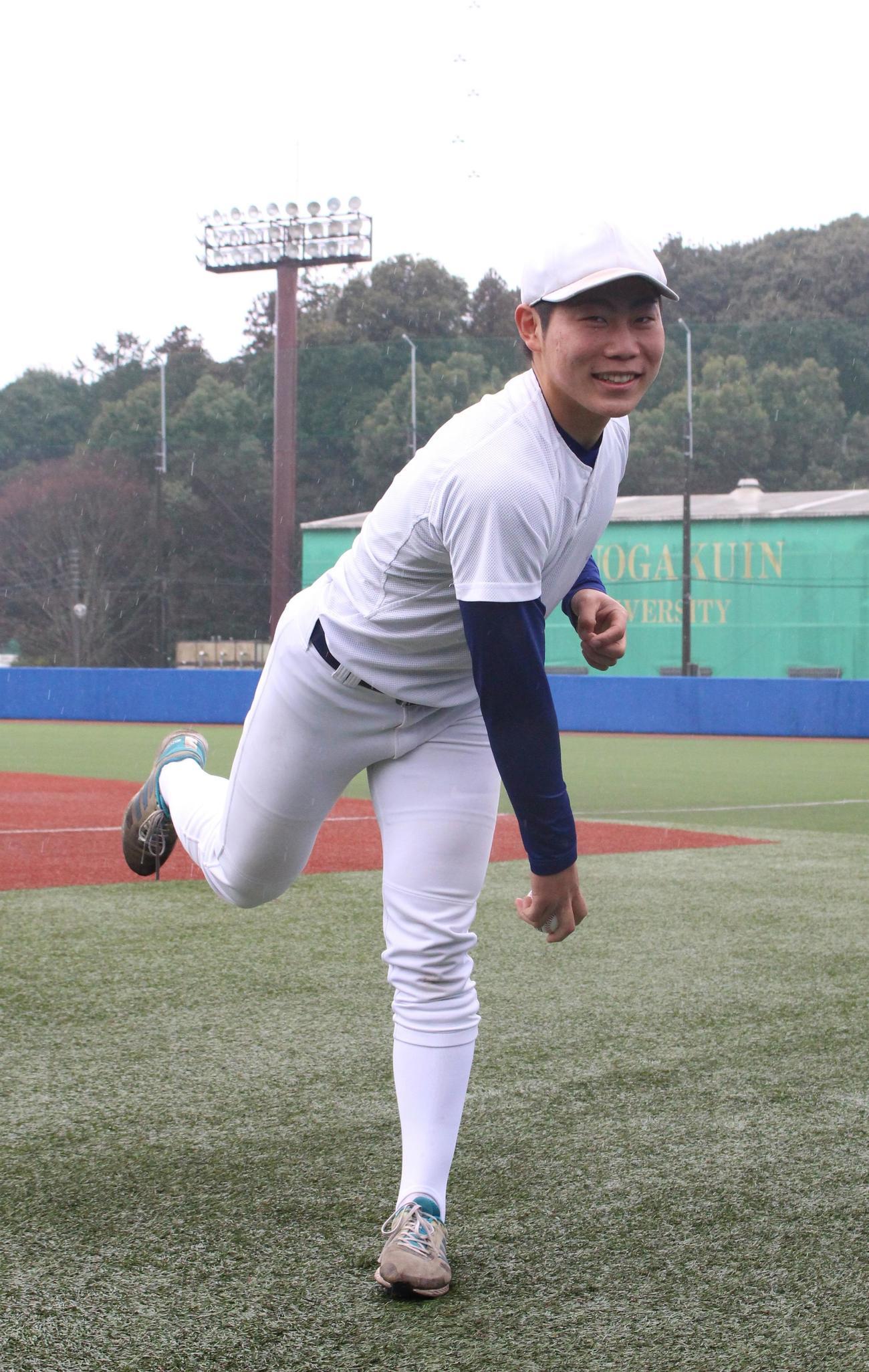 今秋ドラフト候補右腕の中央学院大・山崎投手(撮影・保坂恭子)