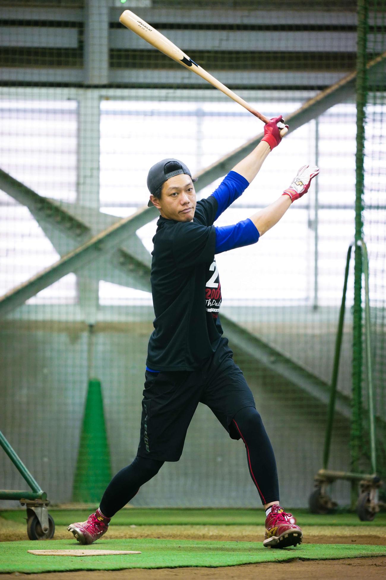 自主トレを公開し、打撃練習を行う楽天田中和(球団提供)