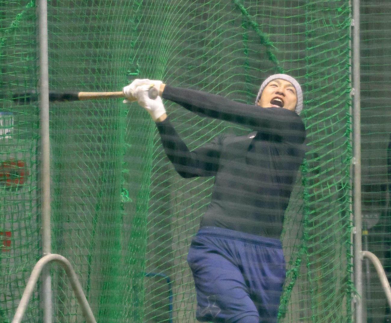 自主トレで打撃練習する柳田悠岐(代表撮影)