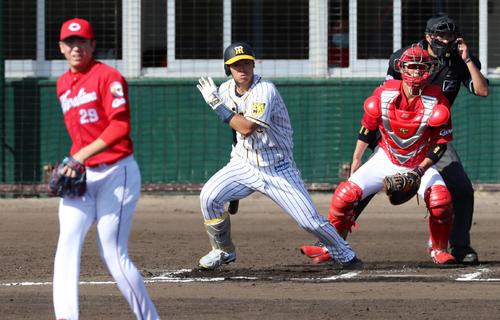 阪神対広島 6回裏阪神2死二塁、佐藤輝は左前へ適時打を放つ(撮影・加藤哉)